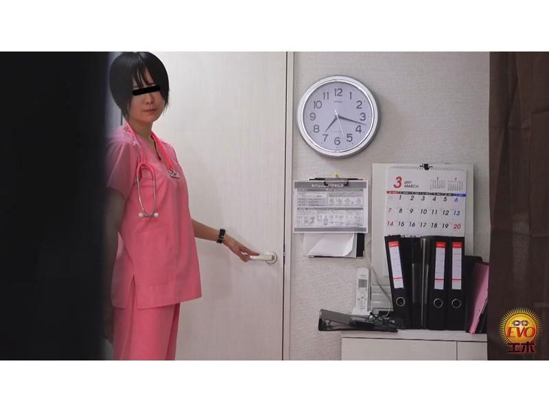病院内盗撮 看護師の手早くイキオナニー サンプル画像17