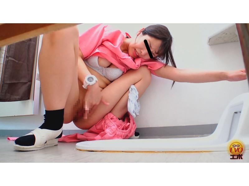 病院内盗撮 看護師の手早くイキオナニー サンプル画像20