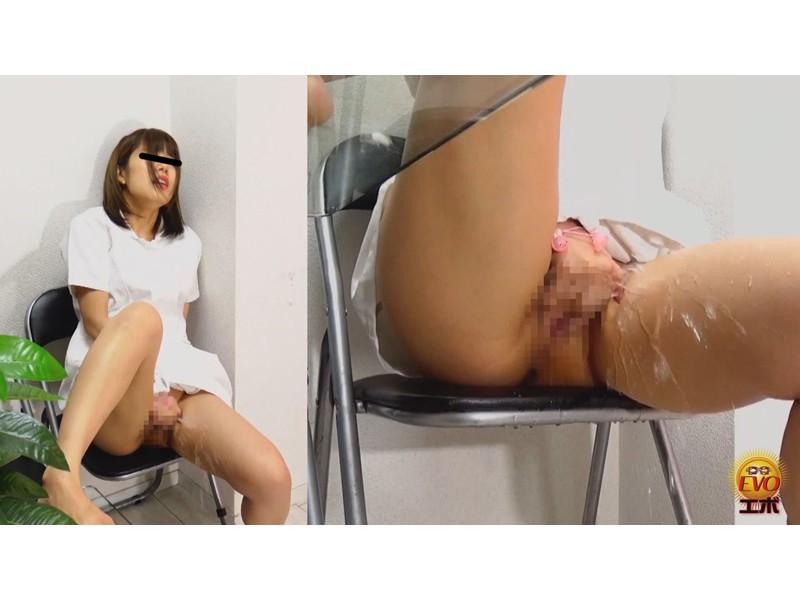 病院内盗撮 看護師の手早くイキオナニー サンプル画像22