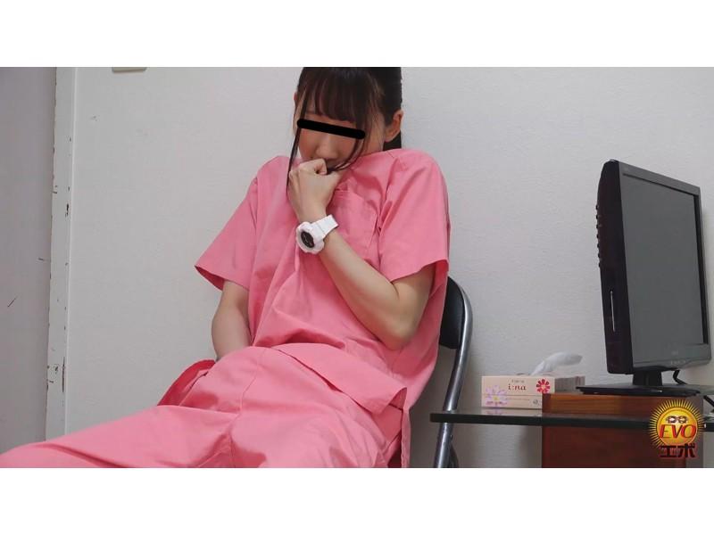 病院内盗撮 看護師の手早くイキオナニー サンプル画像23