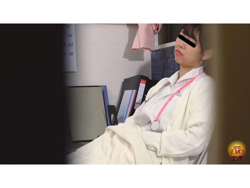病院内盗撮 看護師の手早くイキオナニー サンプル画像5