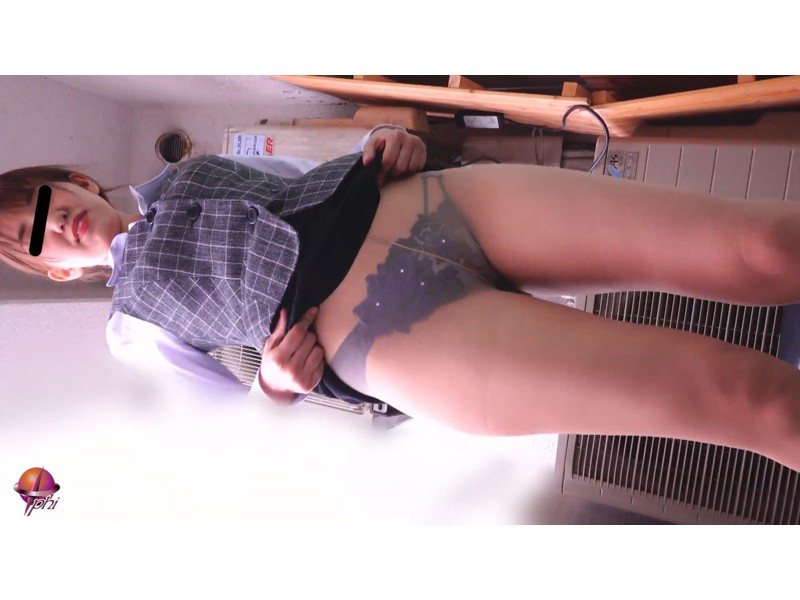 女学生・OL パンティー&おまんこ見せバイト サンプル画像2