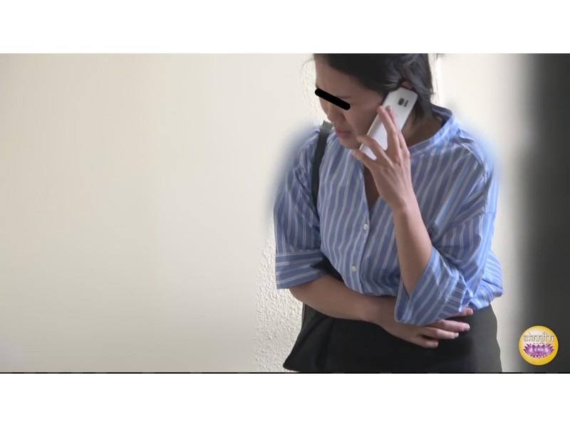 社内盗撮 便秘女の糞闘記録 硬い便と下剤軟便の日 サンプル画像15