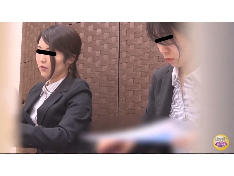社内盗撮 便秘女の糞闘記録 硬い便と下剤軟便の日 サンプル画像21