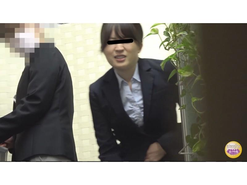 社内盗撮 便秘女の糞闘記録 硬い便と下剤軟便の日 サンプル画像6