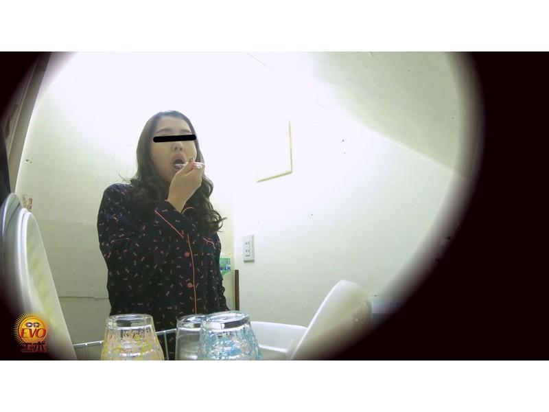 日常盗撮 女性の私生活 1日密着おしっこ サンプル画像15