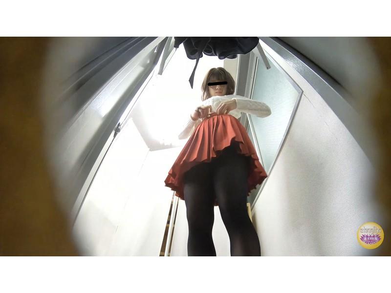尿意爆発寸前 脱衣困難和装女子放尿 サンプル画像21