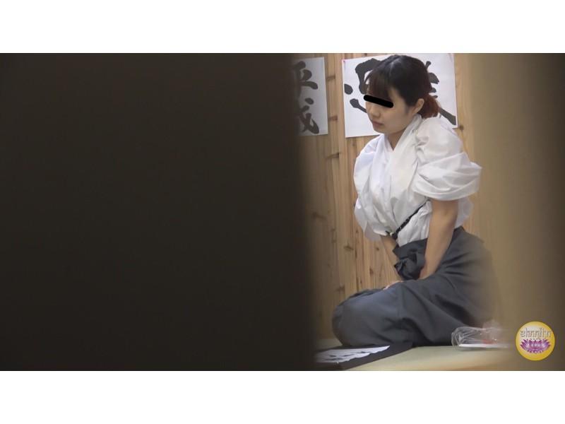 尿意爆発寸前 脱衣困難和装女子放尿 サンプル画像3