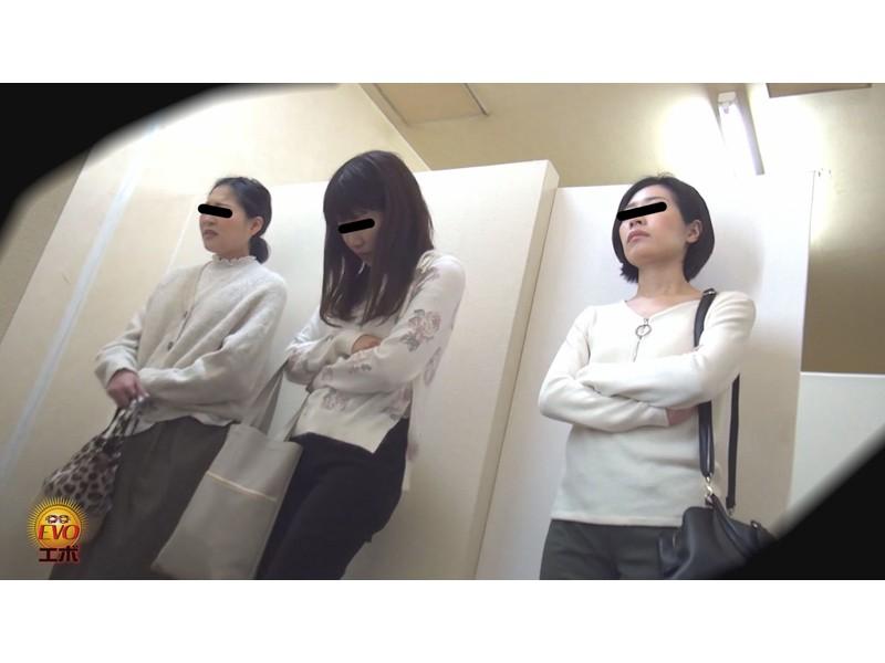 盗撮 超待たされ個室トイレ 限界間近ギリギリ放尿 2 サンプル画像13
