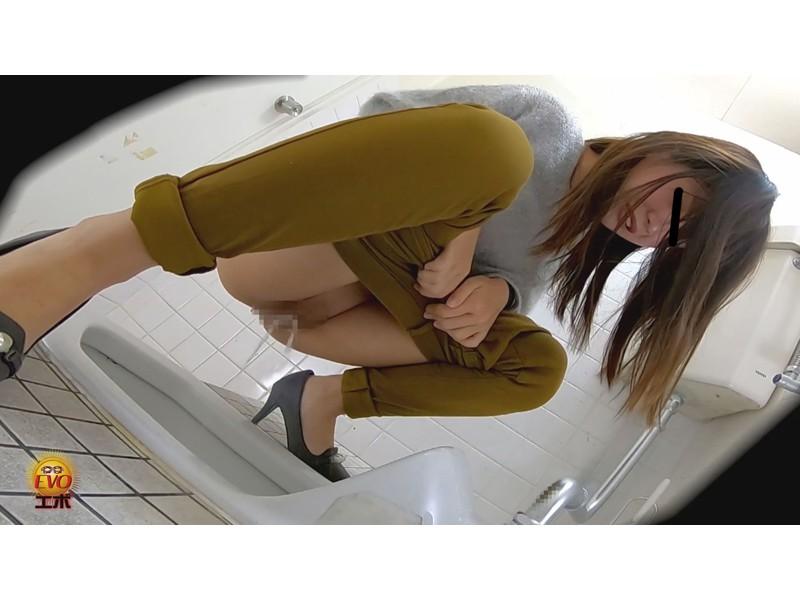 盗撮 超待たされ個室トイレ 限界間近ギリギリ放尿 2 サンプル画像9