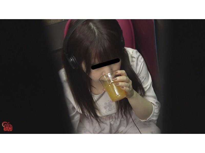 ネカフェ難民女子 緊急大便 サンプル画像21