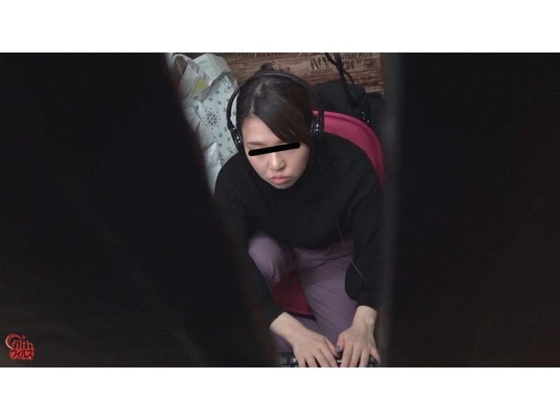 ネカフェ難民女子 緊急大便 サンプル画像9