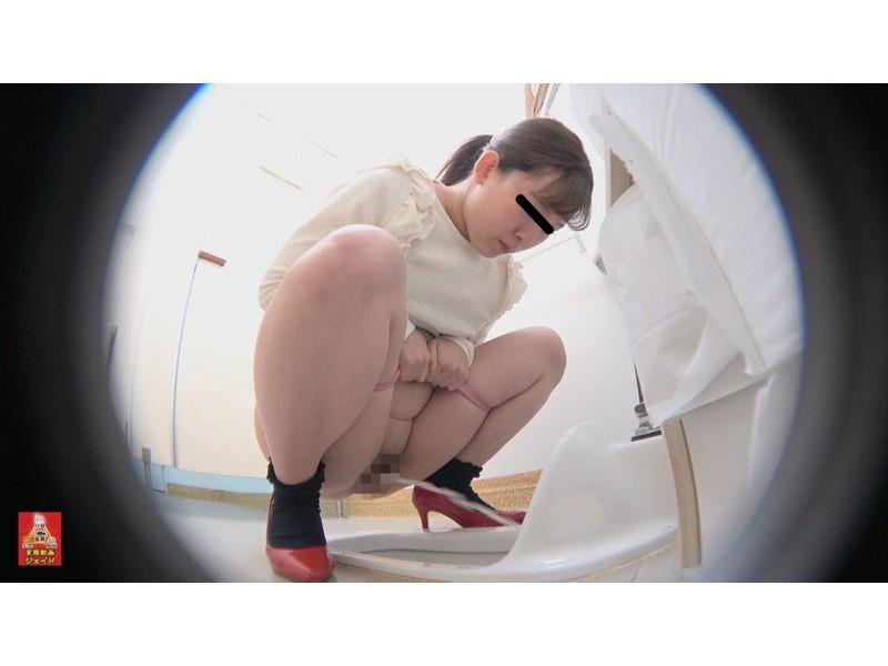 和式トイレ盗撮 便槽内叩きつけ! レーザービーム尿軸おしっこ4 1/2 サンプル画像8
