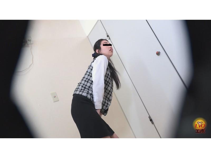 隠密撮 OLさん達のストレス解消法!? 社内トイレで全裸おしっこ 地方部署プラス サンプル画像15