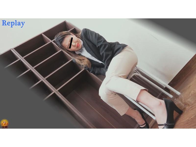 盗撮 パワハラ職場のOL醜態失禁 サンプル画像14