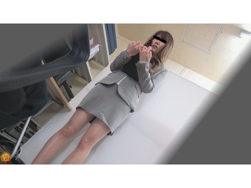 盗撮 パワハラ職場のOL醜態失禁 サンプル画像21