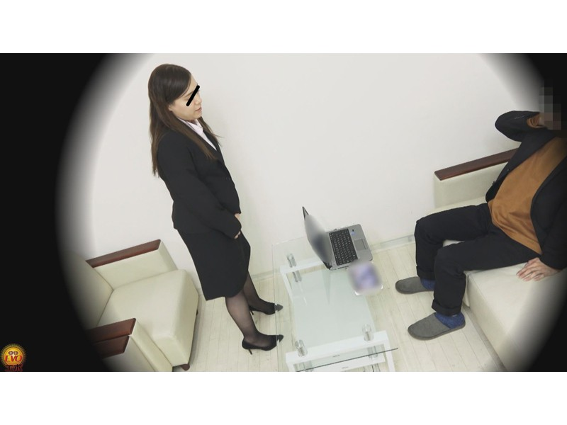 盗撮 パワハラ職場のOL醜態失禁 サンプル画像25