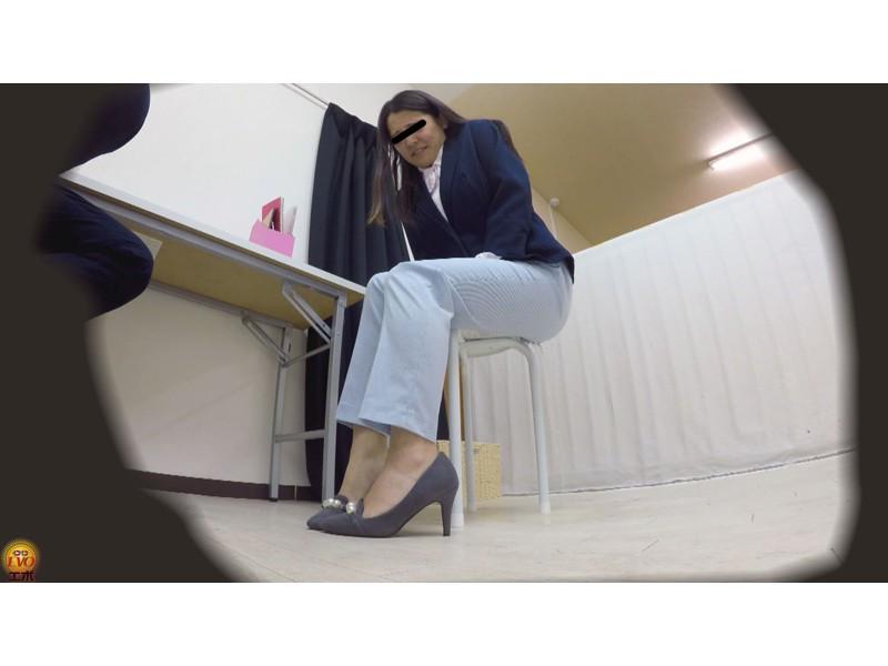 盗撮 パワハラ職場のOL醜態失禁 サンプル画像27