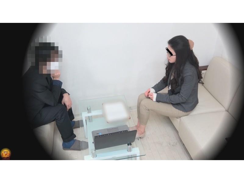 盗撮 パワハラ職場のOL醜態失禁 サンプル画像5