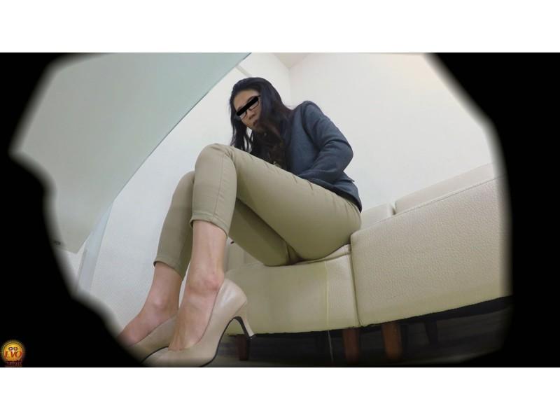 盗撮 パワハラ職場のOL醜態失禁 サンプル画像6
