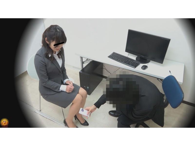盗撮 パワハラ職場のOL醜態失禁 サンプル画像7