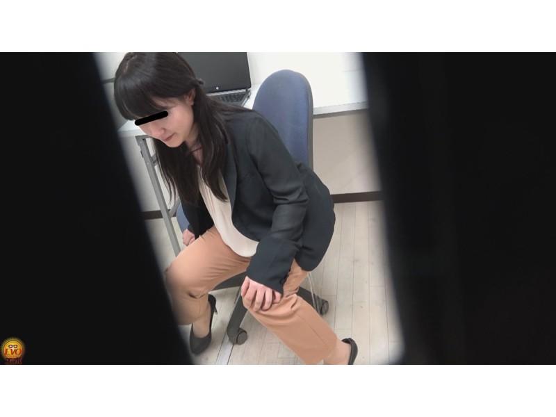 盗撮 パワハラ職場のOL醜態失禁 サンプル画像9