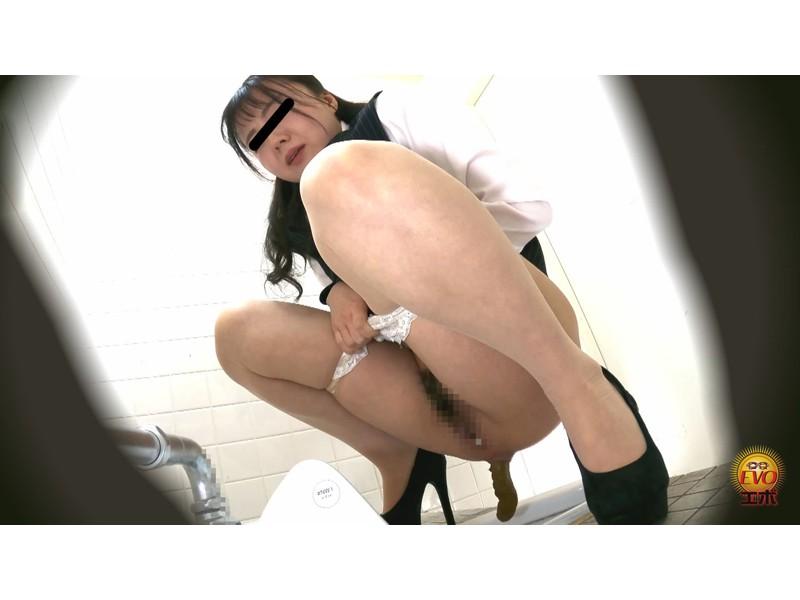 社内トイレ盗撮 便秘OL 踏ん張りおなら大便 サンプル画像1