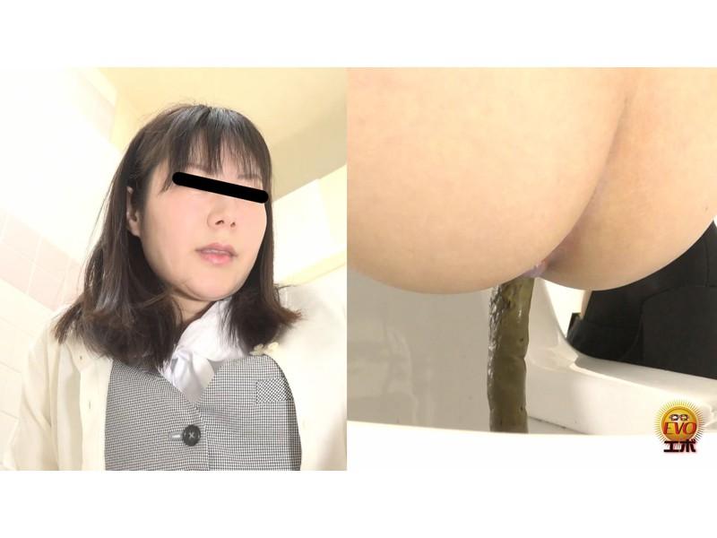 社内トイレ盗撮 便秘OL 踏ん張りおなら大便 サンプル画像18