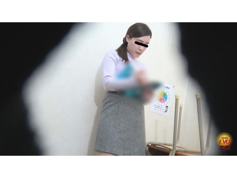 トイレ盗撮 便秘女教師の苦悶×爽快 浣腸大便 サンプル画像10