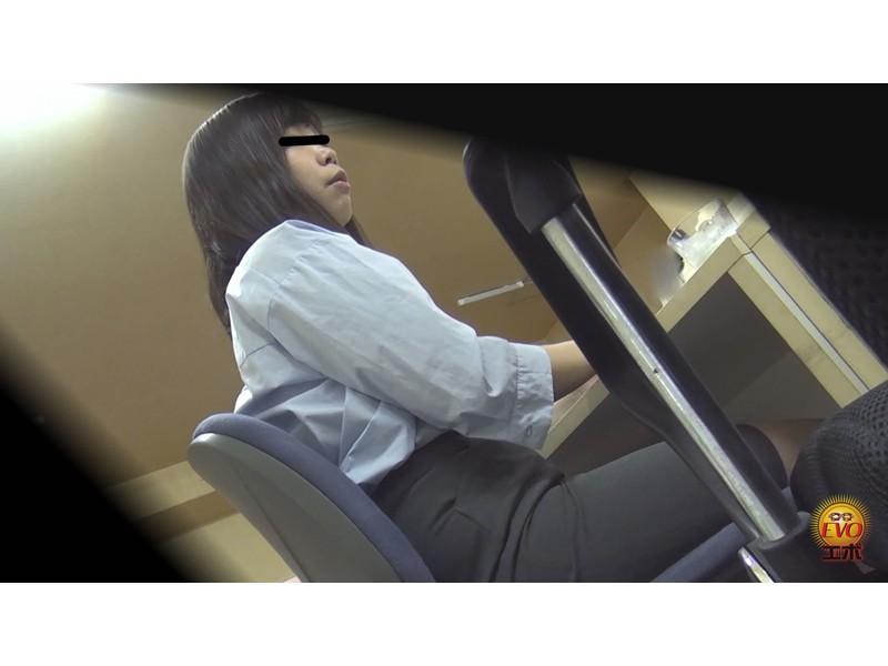 トイレ盗撮 便秘女教師の苦悶×爽快 浣腸大便 サンプル画像13