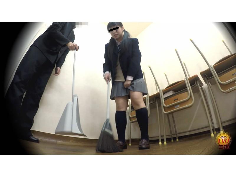 校内盗撮 びっくり仰天お漏ら失禁 女子校生スカートめくり編 サンプル画像5