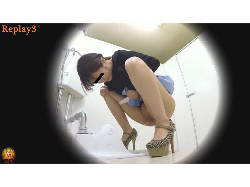 ルッキング放屁放尿 マンコとアナル排出の瞬間を目撃する女たち サンプル画像2