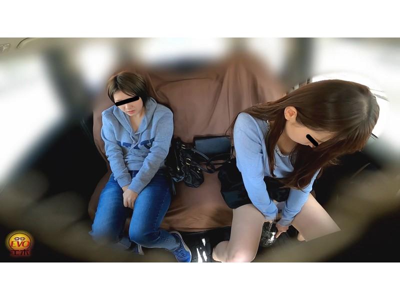 盗撮 女友達近距離失態 車内放尿&お漏らし サンプル画像19
