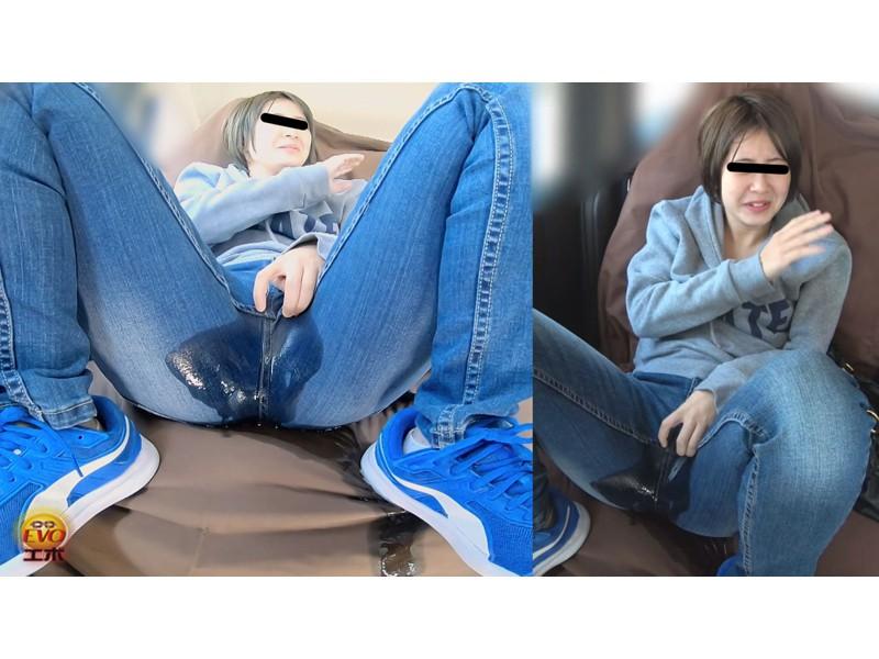 盗撮 女友達近距離失態 車内放尿&お漏らし サンプル画像20
