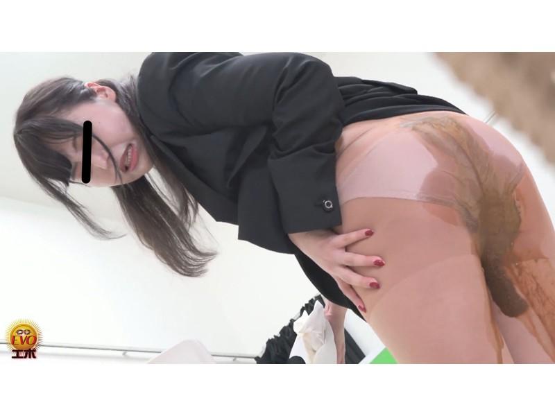 社内隠撮 おならに誘発されてしまった OLさん達のじわじわ下痢漏らし サンプル画像2
