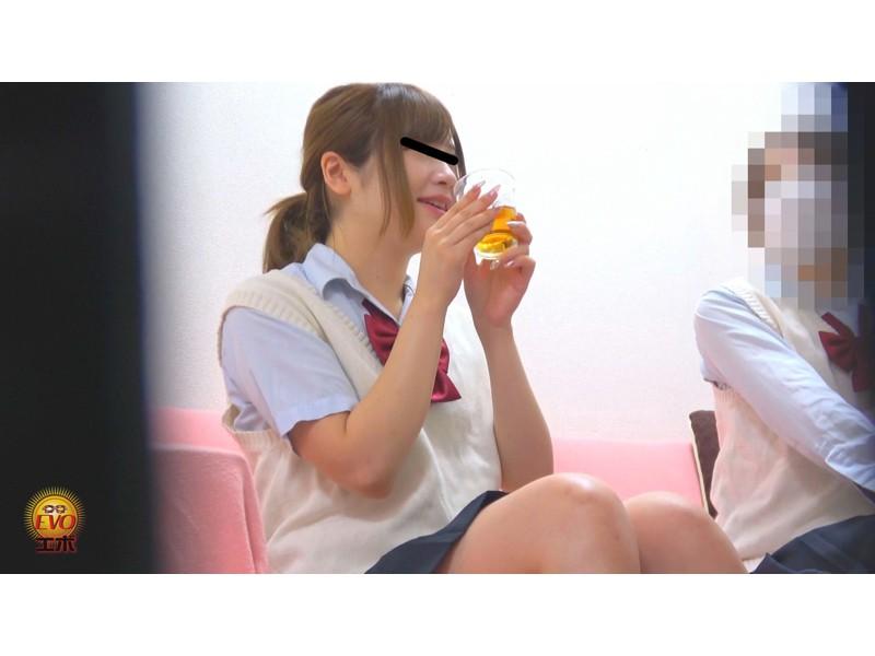 隠撮 清楚な女子達の失態...場違い爆尿漏らし 3 サンプル画像1