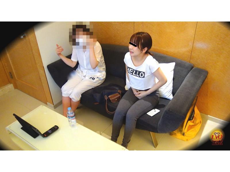 隠撮 清楚な女子達の失態...場違い爆尿漏らし 3 サンプル画像16