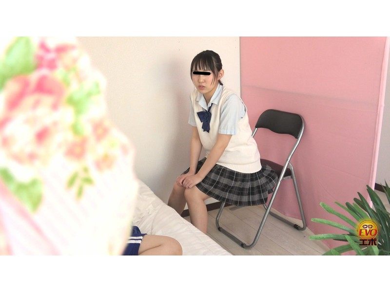 隠撮 清楚な女子達の失態...場違い爆尿漏らし 3 サンプル画像21