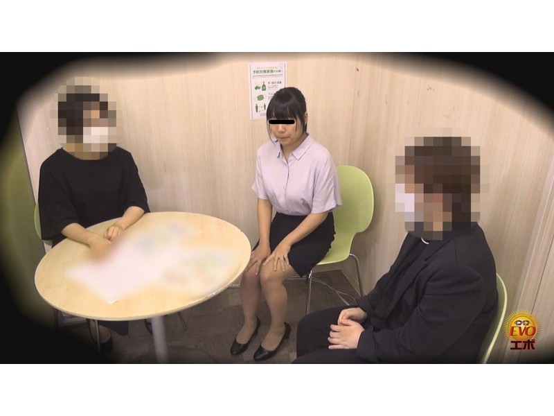 隠撮 清楚な女子達の失態...場違い爆尿漏らし 3 サンプル画像5