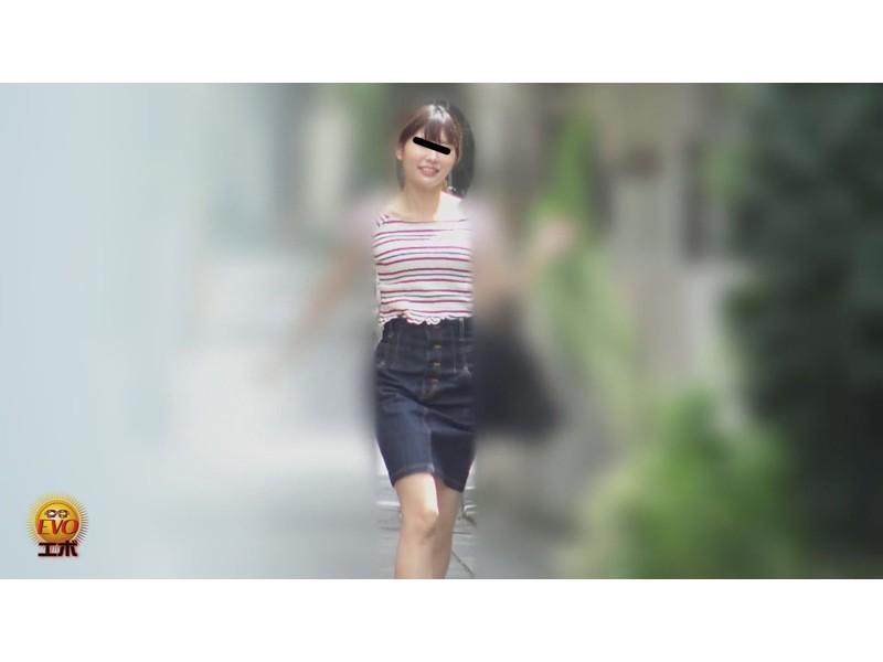 尿意限界女子の超接写アングルど迫力放尿 サンプル画像13