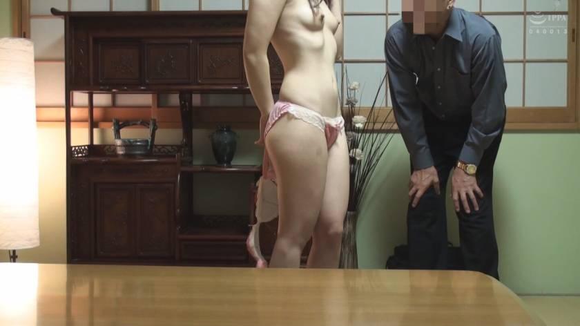 ○秘(マルヒ)隠し撮り映像流出!!薄汚いおやじが、いたいけな少女に発情し汚い肉棒をぶち込む瞬間を自撮り…  サンプル画像10