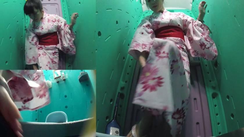 美少女厳選 花火大会仮設トイレハイビジョン高画質3カメ盗撮  サンプル画像11