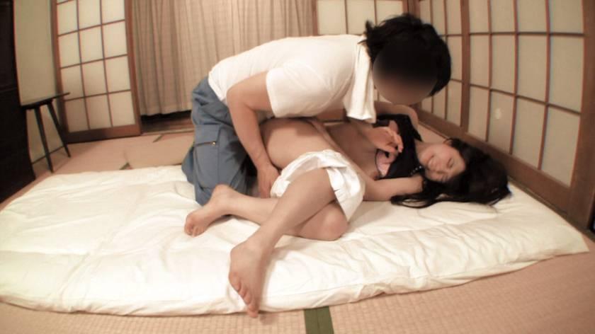 妻がデカ尻のせいで寝取られて… 里美まゆ 宮崎あや 千野くるみ  サンプル画像12