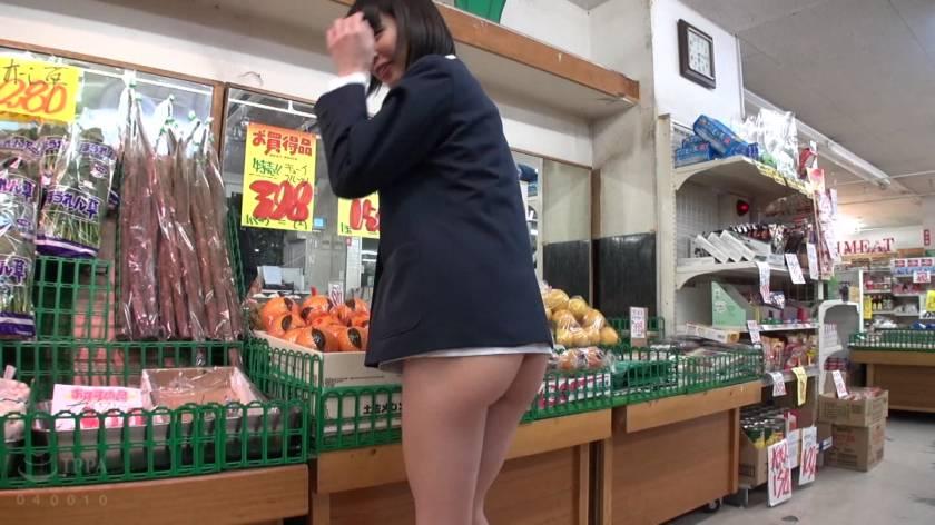 スーパーマーケット店長の猥褻いたずら記録映像  サンプル画像13