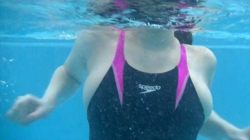 地元プールの水泳教室の参加者は僕1人だけ…。競泳水着のハミ乳ハミ尻のインストラクターのマンツーマン指導で大興奮!水着ズラしてヌルッとチ○コ挿入したら膝ガクしまくりながらイキ乱れた! 3 春菜はな 桜ちなみ 松下美織  サンプル画像14