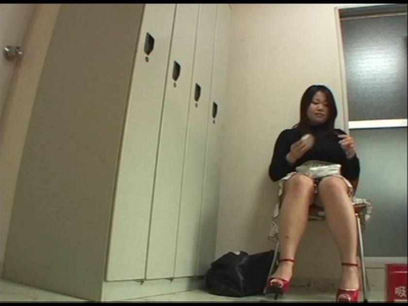 バレたらヤバイ!キャバ嬢のお着替え盗撮!  サンプル画像14