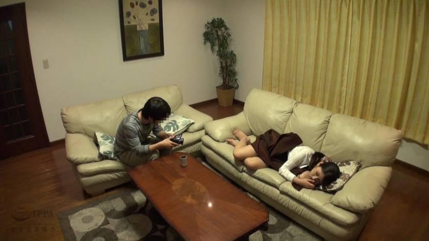 眠った姉と何度も性交を繰り返す弟の近親相姦映像 8時間  サンプル画像16