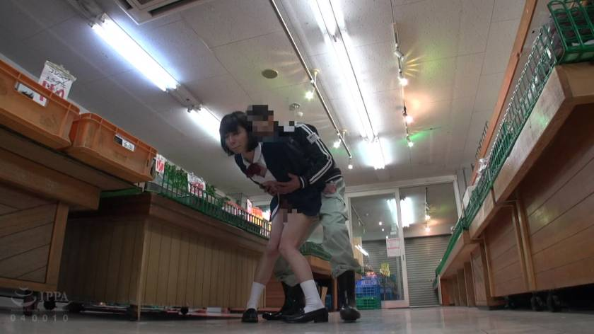 スーパーマーケット店長の猥褻いたずら記録映像  サンプル画像19