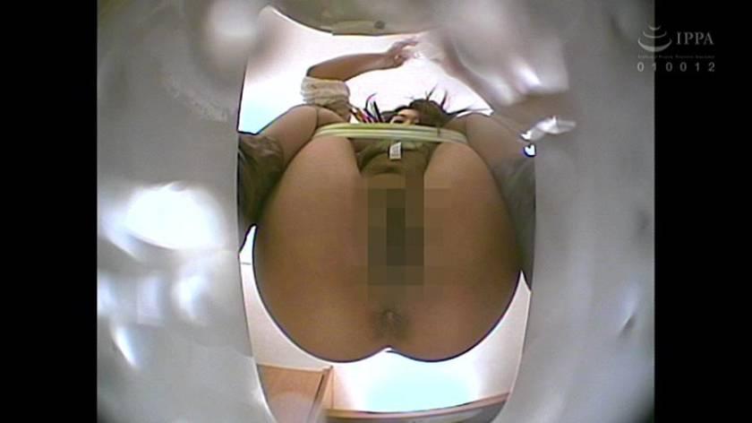 100人うんち 下から覗く和式便所 広がるアナル噴き出す大便…全編、真下からの排泄シーンのみ!  サンプル画像19