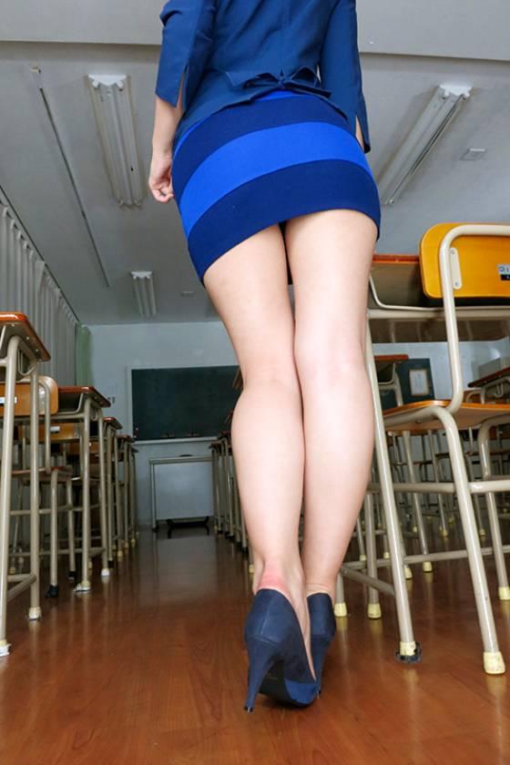 お姉さんのエロい腿コキで限界まで勃起したち〇ぽ、そのまま挿入してもいいですか? 寺川麻衣 永峰みずき 水野朝陽  サンプル画像1